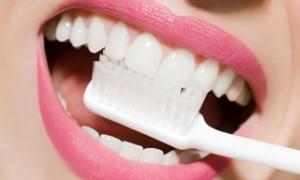 Limpeza correta dos dentes é fundamental